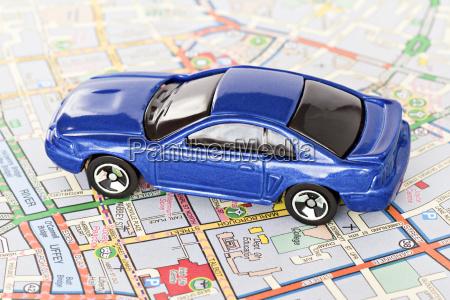 blaues auto auf dublin stadtplan