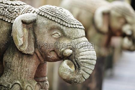 stein elefanten statue