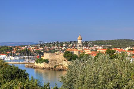 alte adriatische stadt krk am wasser