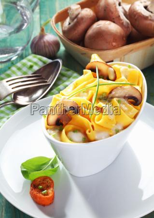 mushroom tagliatelle mit frischen champignons