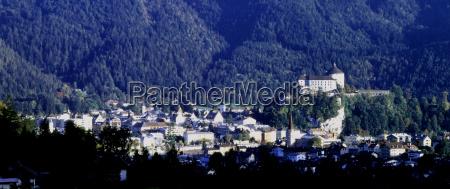 stadt anhoehe huegel berge austria europa