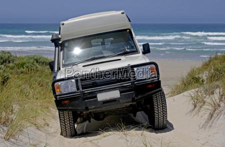sandduenenueberquerung an der warren beach westaustralien