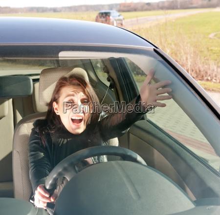 genervte autofahrerin