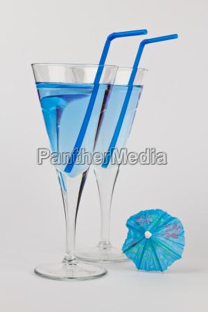 zwei blaue cocktails