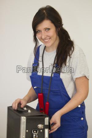 female trainees as elecics