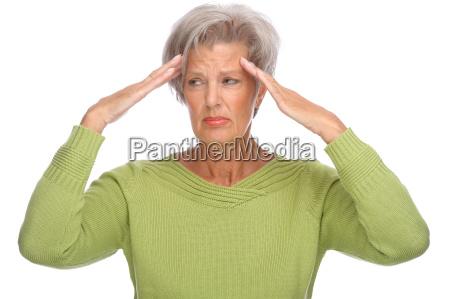 seniorin mit schmerzen