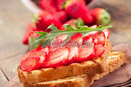 strawberry arugula sandwich