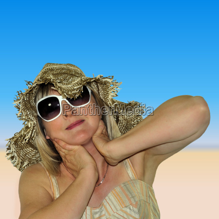 woman on vacation with sunglasses and