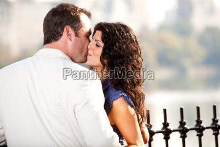 kiss man woman