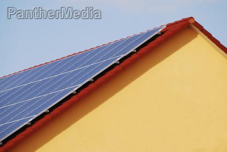 dach mit photovoltaik anlage