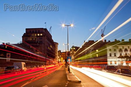 london stadtansicht strasse lichtspur