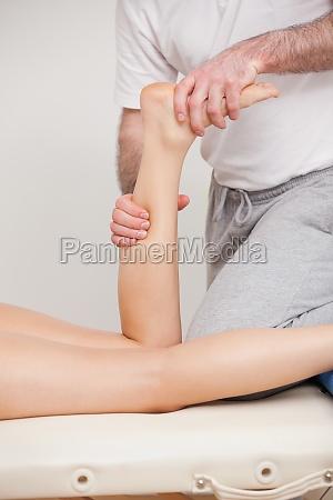 arzt mediziner medikus frau hand haende