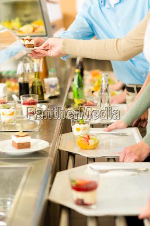 dessert in cafeteria self service kantine