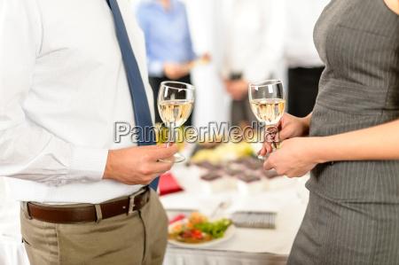 cheers to business erfolgreiche zusammenarbeit
