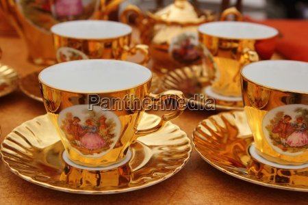 alte goldene porzellantassen kaffee oder tee