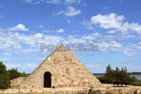 dreieck steinmauerwerk ses salines formentera