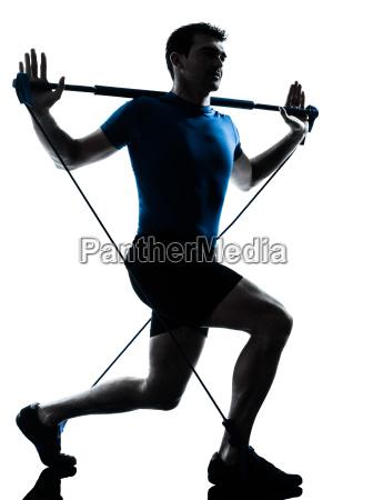 mann trainiert gymstick training fitness haltung