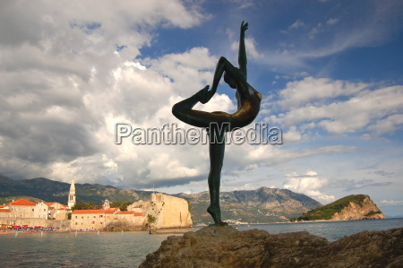 statue europa standbild bildsaeule ballerina