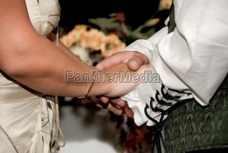 bluse hand haende hochzeit heirat trauung