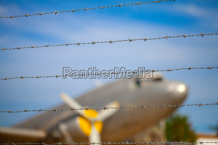 barbed wire to the barrier