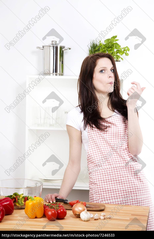 Stockfoto 7246533 - lustige frau in der küche