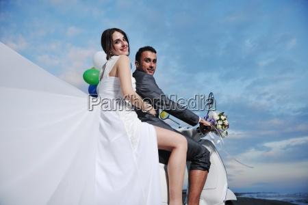 nur verheiratete paar am strand weissen
