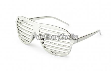 elegante sonnenbrille isoliert auf weissem
