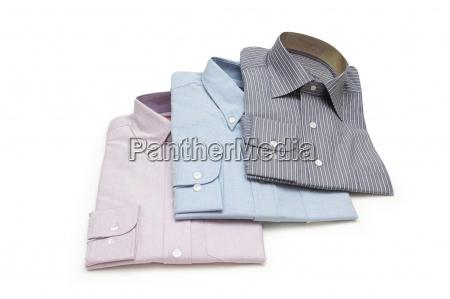 drei verpackt shirts isoliert auf weissem