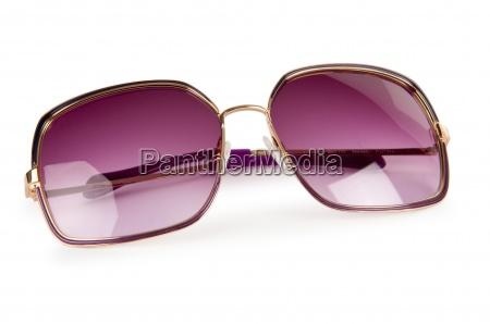 elegante sonnenbrille getrennt auf weiss