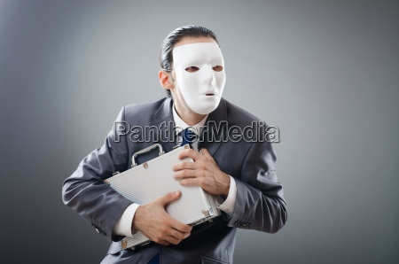 industrielles espionatkonzept mit maskiertem geschaeftsmann