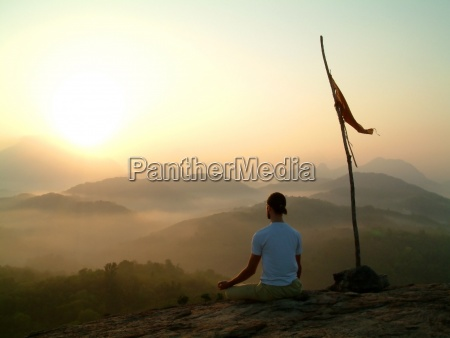 meditation bei sonnenaufgang