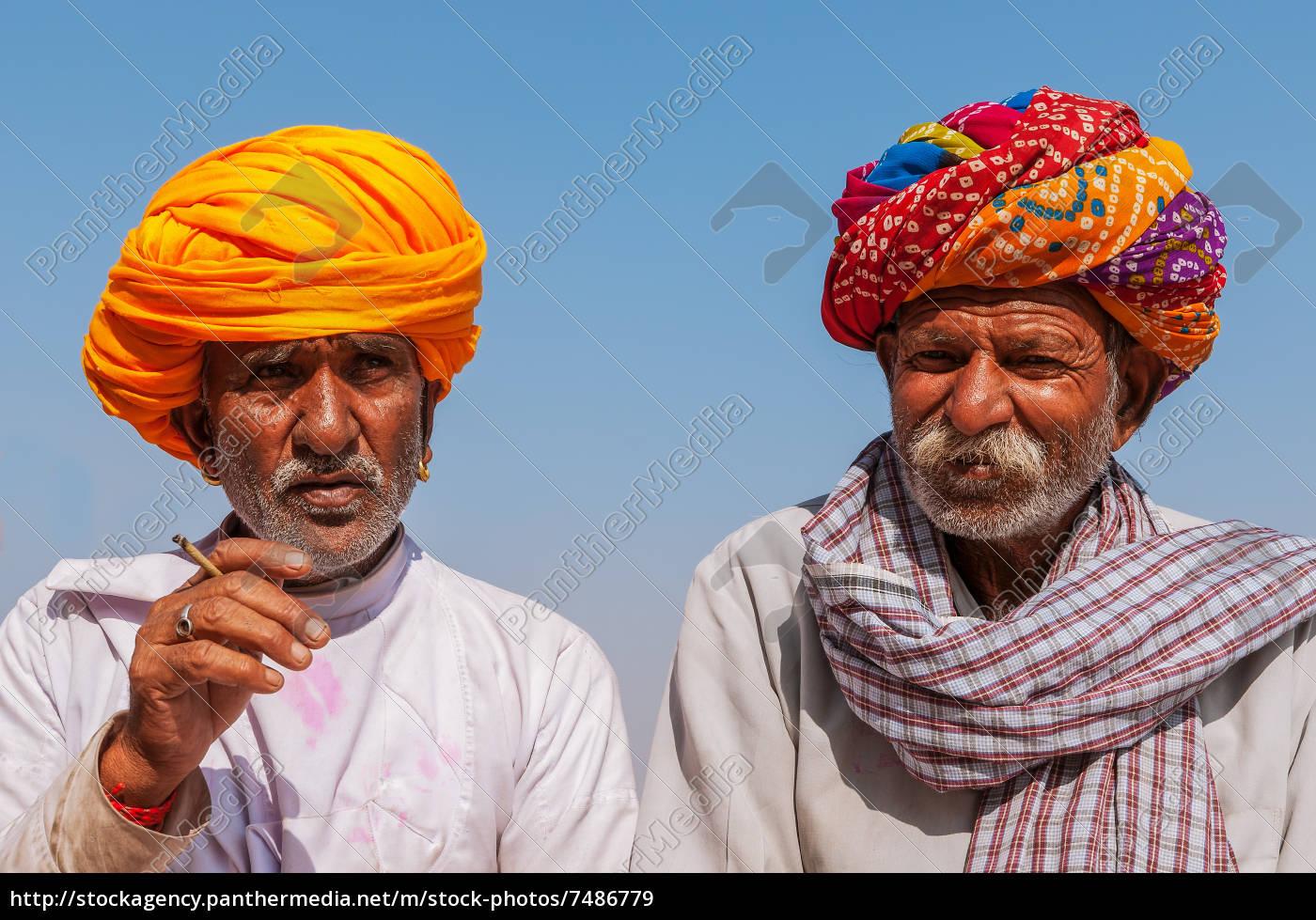 zwei, alte, inder, mit, bunten, turban - 7486779