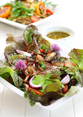 kalorienarmer salat mit pilzen