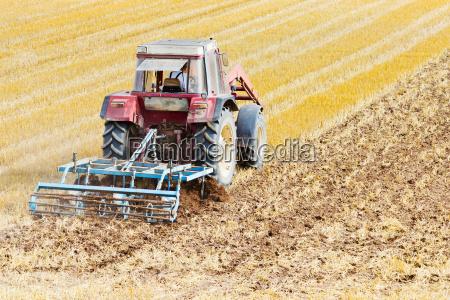 traktor mit grubber