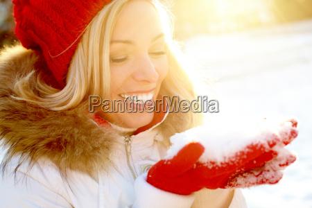 menina com neve