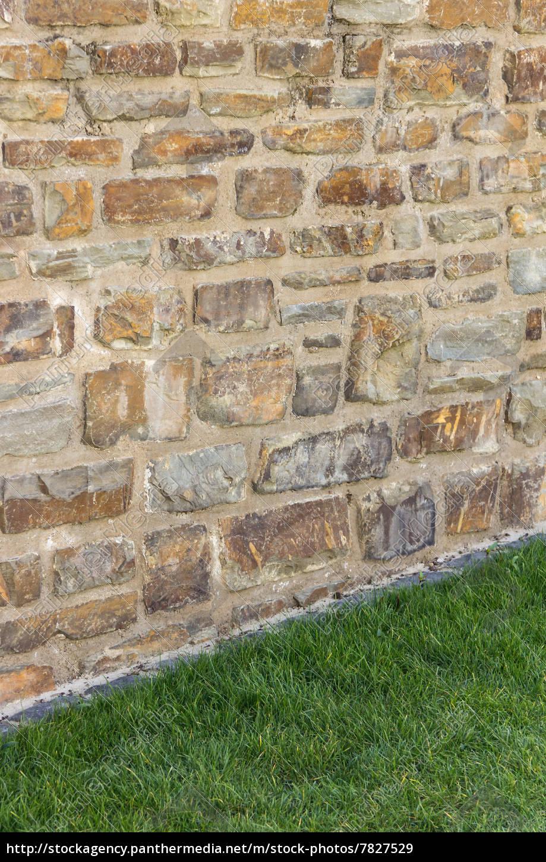 steinwand, halb steinwand - halb wiese vertikal - lizenzfreies bild - #7827529, Design ideen