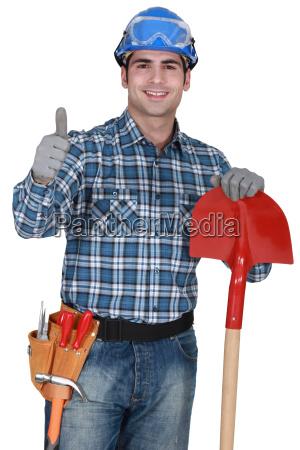 handwerker mit handschuhen und spaten die