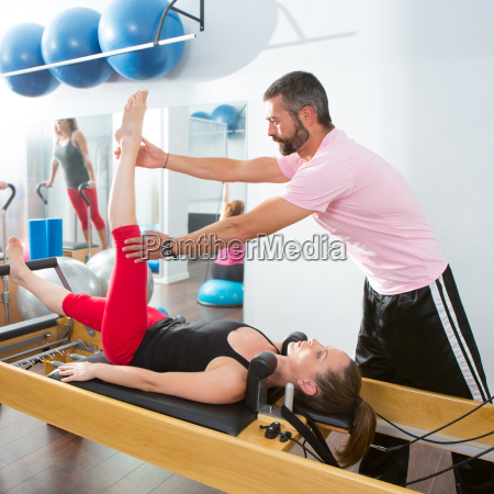 pilates aerobic persoenlichen trainer mann in