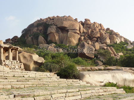 scenery around hampi