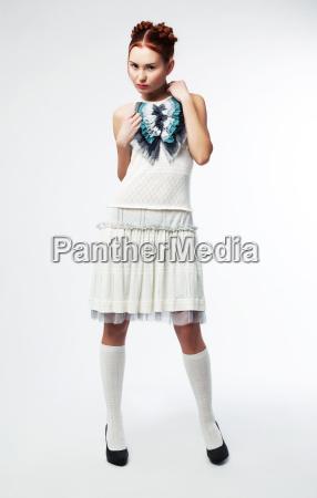 recht asiatische mode modell frau posiert