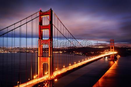 nachtszene mit golden gate bridge