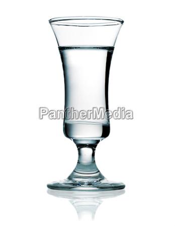 wodka in einem schnapsglas