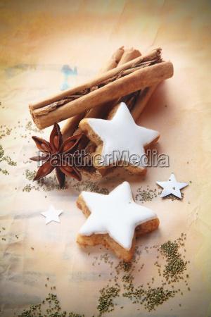 weihnachtswuerze und kekse