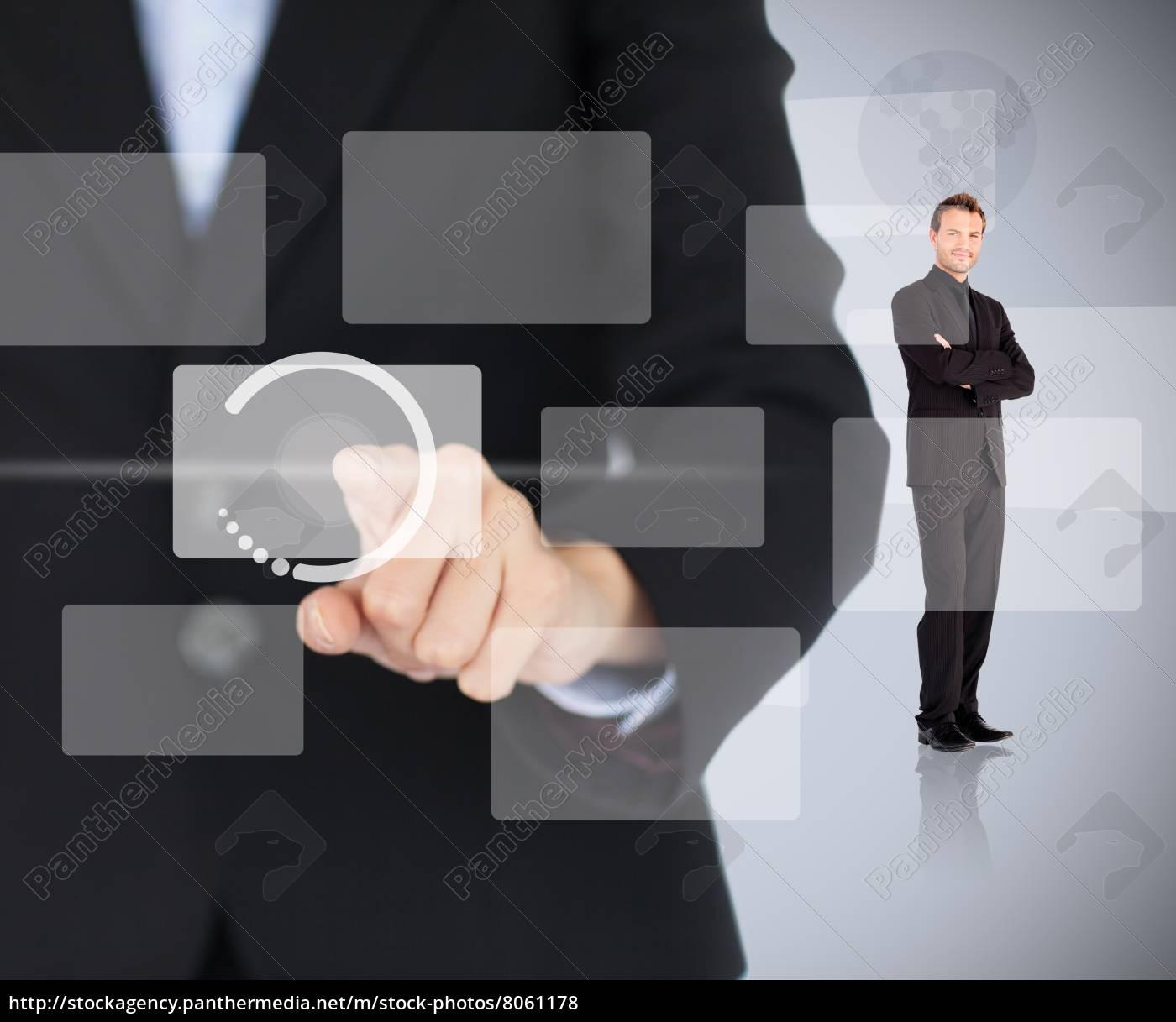 frau, die, digitales, menü, mit, dem, mann - 8061178