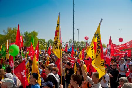protest gegen atomkraft vor dem akw