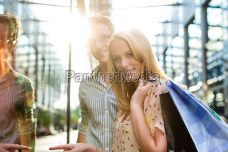 couple spend shopping and money