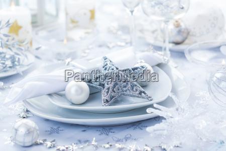 gedeck in silber zu weihnachten
