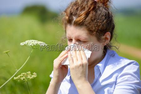 frau mit einer grippe oder eine
