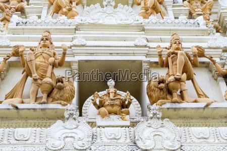 aufwaendige hindu gott und goettin tempel