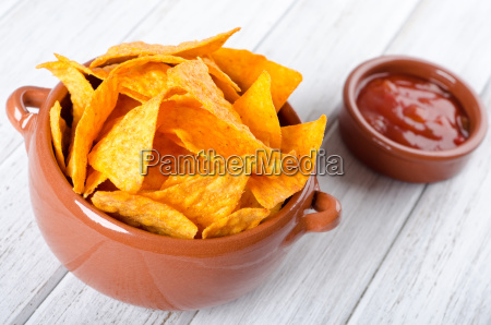 tortilla chips with salsa dip
